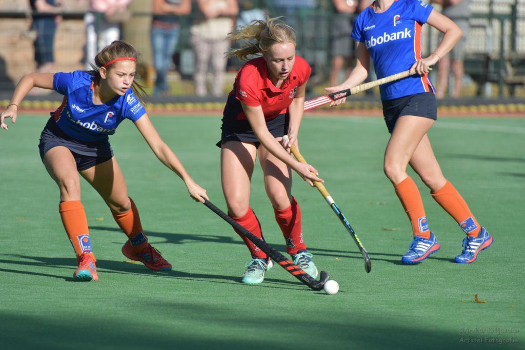 Foto van hockeywedstrijd HCIJ tegen HVM